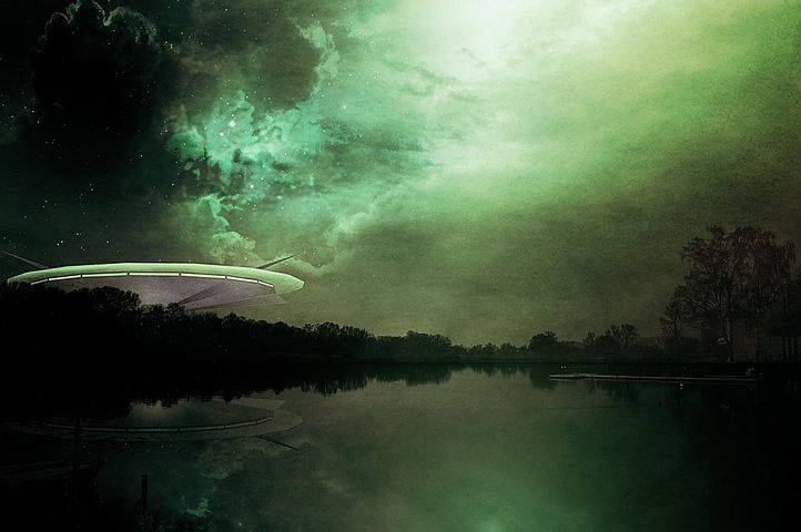 Xuất hiện 02 video quay được cảnh UFO bay rất nhanh trong đêm ở Hawaii