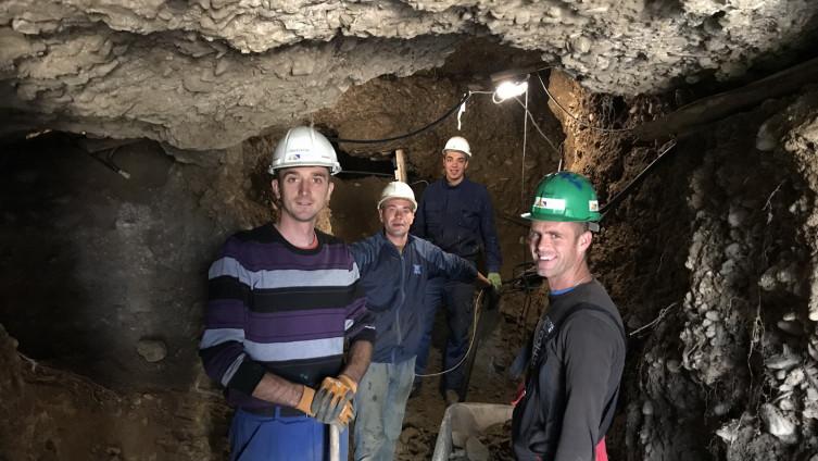 thám hiểm bên trong đường hầm mới ở công viên Ravne